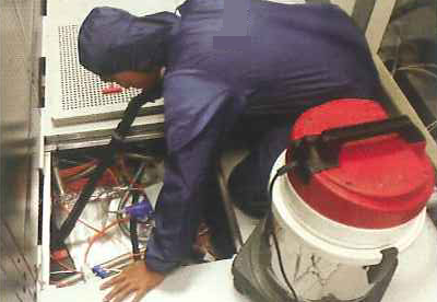 underfloor-cleaning-datacentre